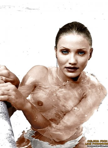 Famous movie star Cameron Diaz is posing nude and swimming in the pool