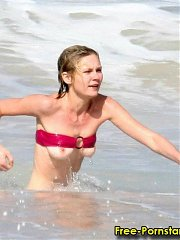 Kirsten Dunst tits on beach - 15 celebrity pictures